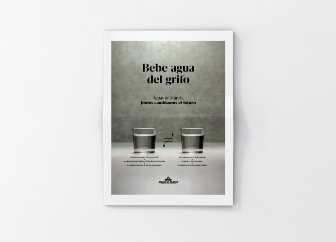 Periódico bebe agua del grifo Aguas de Murcia